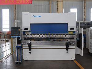WC67K 200t cnc steel baluktot machine 6m bakal sheet pindutin ang preno machine sa mababang mga rate para sa pag-export