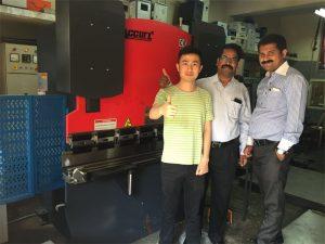 Mga Bisita ng India Bisitahin ang Mga Pabrika at Mga Makina