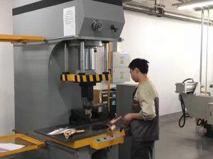 Japan Client Testing Hydraulic Press Machine sa aming Factory